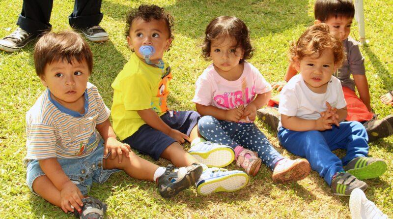 малыши в парке