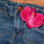 С чем носить джинсовую юбку, чтобы всегда выглядеть стильно?