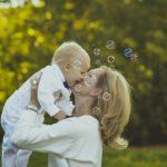Игры с ребенком до года: «Чудесный мешочек»