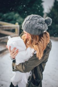 мама и малыш зимой