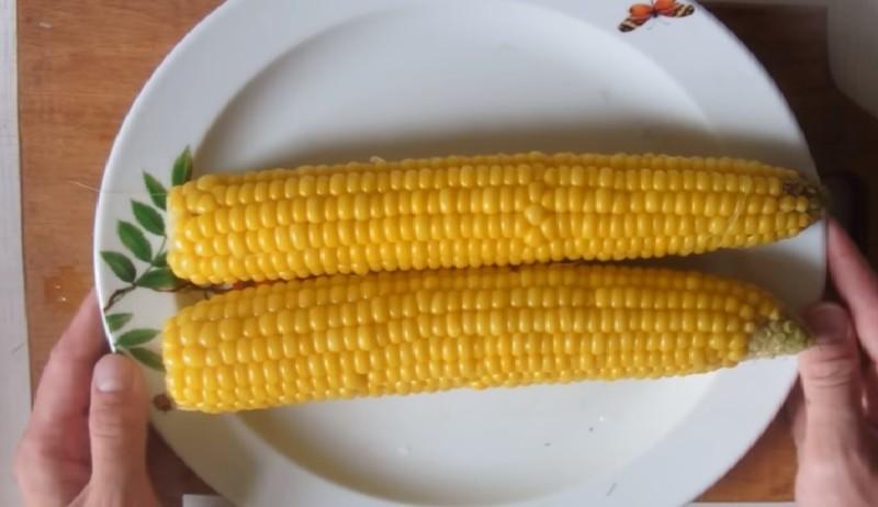 Сколько варить маленькую кукурузу