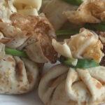 Блинные мешочки с курицей и грибами. Рецепты блинных мешочков в сливочном соусе