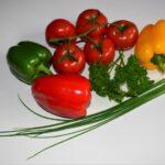Чем подкормить рассаду перца и помидор в домашних условиях?