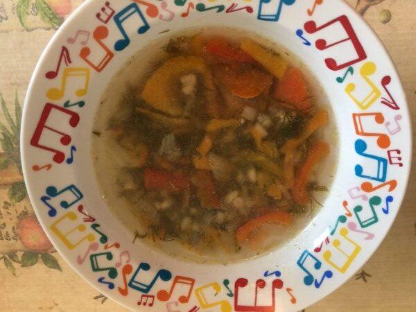 Перловый суп с курицей и овощами