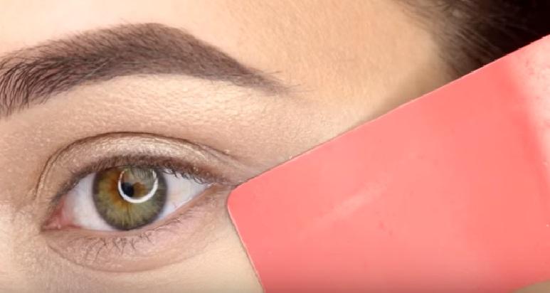 Макияж глаз - фото шаг 3
