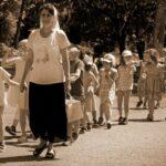 День воспитателя в 2020 году: какого числа и что подарить?